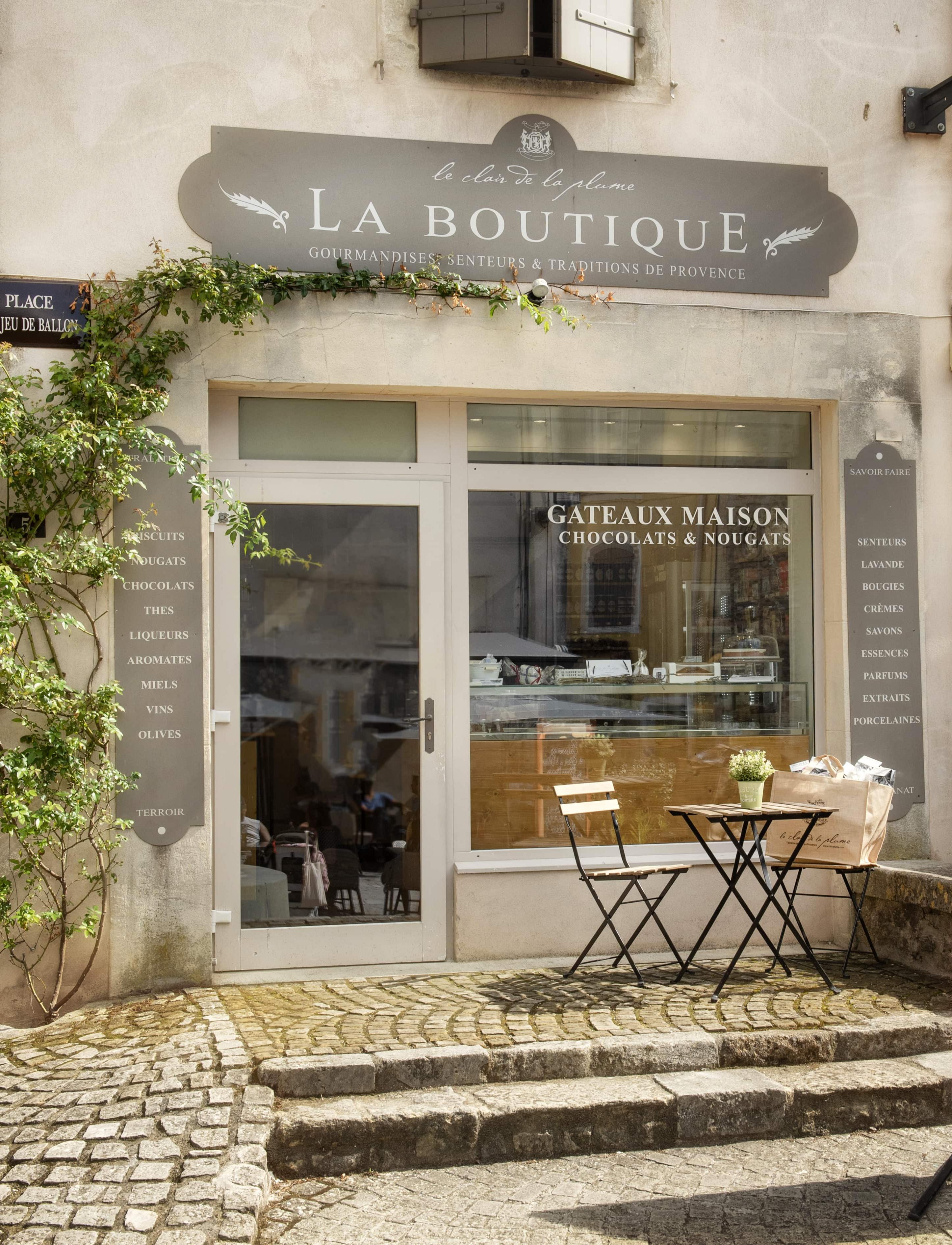vitrine boutique du village