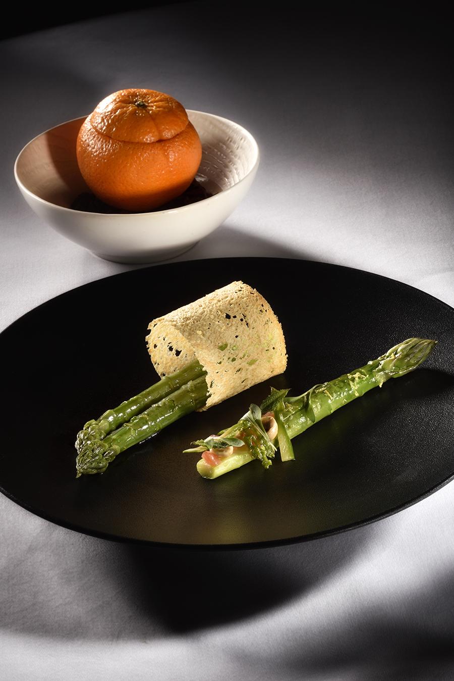asperges un plat préparé devant vous par Julien ALLANO