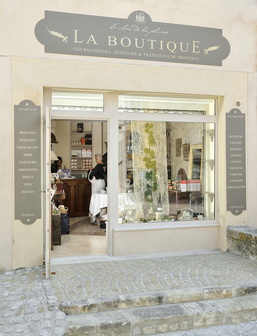 vitrine boutique du village